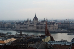 das Parlamentsgebäude an der Donau