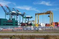 Der Dicke wartet tapfer am Hafen in Halifax auf uns