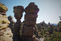 Kissing Rocks mit Big Balanced Rock im Hintergrund