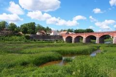 historische Backsteinbrücke über die Venta