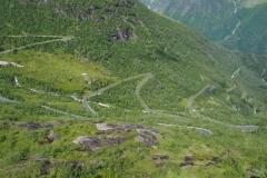 die Serpentinenstraße aufs Gaularfjellet