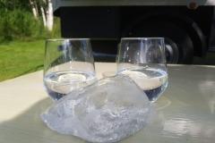 Gintonic mal stilvoll mit Gletschereis