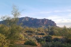 die Superstition Mountains